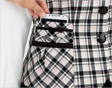 大きなスマホが入るポケットは二段で収納力豊富な右ポケット
