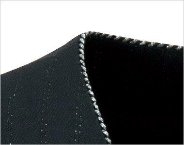 グレード感を上げるシルバーラメの襟元
