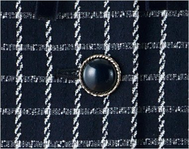 シルバー縁で丸みのある立体的な黒ボタン