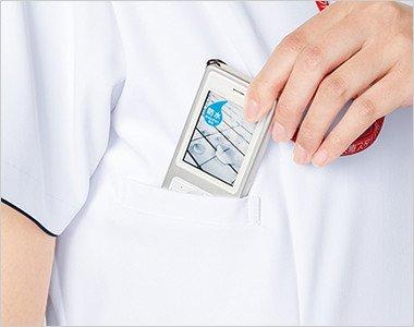 右脇下 PHSの出し入れがしやすいサイズと位置を考慮して、ポケットを設けています。