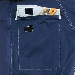 防水性を考慮したポケット口がプリーツ仕様のフラップポケット