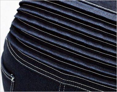 腰部にはハードな作業にフレキシブルにフィットする伸縮性のあるアコーディオンプリーツ