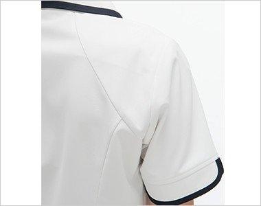 腕が動かしやすい背面のラグラン袖