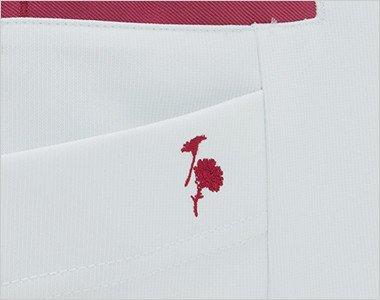 右脇ポケットに花の刺繍