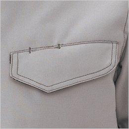 胸ポケットは落下防止に優れたフラップ付き(左胸はペンホール付きフラップ)