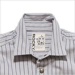 角ばったデザインが印象的な襟元