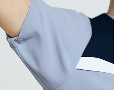 袖の開きをセーブする脇下ゴム