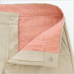 AZ50502 アイトス スタイリッシュカーゴパンツ(男女兼用) サイズのお直しが容易にできるように、後ろ中心に縫い代を多く残しました