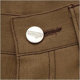 AZ64451 Wrangler(ラングラー) ノータックカーゴパンツ(男女兼用) ロゴ入りの刻印タックボタン