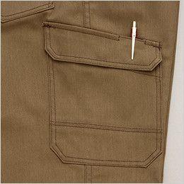 AZ64451 Wrangler(ラングラー) ノータックカーゴパンツ(男女兼用) ペンが出し入れしやすい仕様のペン差し付きポケット