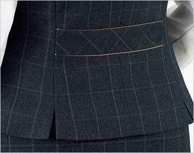 BONMAX AV1265 [通年]チェック柄ベスト[トラッドパターン] 裾に入った後ろ身頃のサイドベンツが腰まわりにゆとりを持たせ、ウエストのパイピングが腰位置を高く見せます。