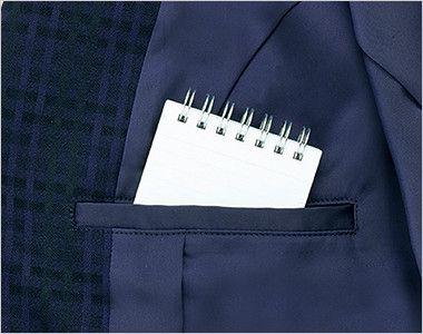 BCJ0114 BONMAX/ニュアンスドビー ジャケット チェック 裾に入った後ろ身頃のサイドベンツが腰まわりにゆとりを持たせ、ウエストのパイピングが腰位置を高く見せます。
