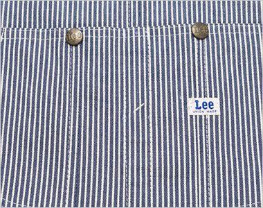 Lee LWU39002 オーバーオール(男女兼用) 中心に仕切りがあるLeeの特徴的な胸ポケット