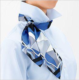 BONMAX RB4157 [通年]背中がニット地 着用時のストレスを軽減する『もっとすごい』長袖ブラウス 後ろ部分のスカーフを前に持ってきて、立てていた衿を戻し、整えて完成