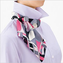 RB4700 BONMAX/リサール リーズナブルな七分袖ブラウス スカーフループ付き 後ろ部分のスカーフを前に持ってきて、立てていた衿を戻し、整えて完成