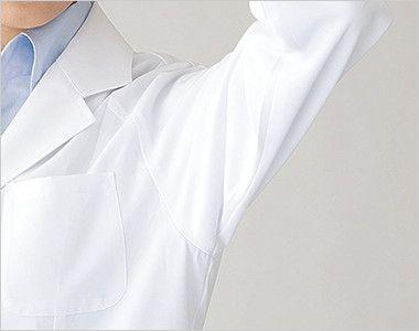 2520 FOLK(フォーク) 女性ハーフコート 長袖(女性用) ゆとりのある袖ぐりで腕の上げ下ろしも快適。