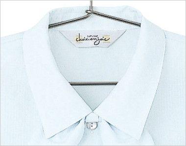 en joie(アンジョア) 06060 [通年]光沢のストライプがシャープで華やかな半袖ブラウス 高めの襟はジャケットを羽織ってもフィットします。