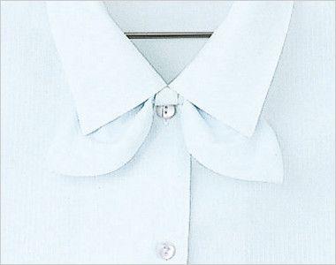 en joie(アンジョア) 06060 [通年]光沢のストライプがシャープで華やかな半袖ブラウス 共生地リボンは取り外し可能なので、気分に合わせてスタイルが選べます。