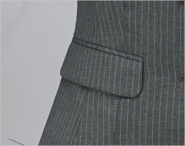 en joie(アンジョア) 11490 ラベンダーストライプの技ありベスト フラップタイプのポケット