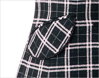 en joie(アンジョア) 11610 [通年]黒とチェックの華やかベスト チェック 大人可愛いフラップポケットは物が落ちづらいなど便利です