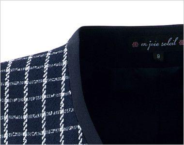 en joie(アンジョア) 11630 [通年]チェック柄に印象的なボタンのベスト チェック柄を引き締める黒パイピングの衿元