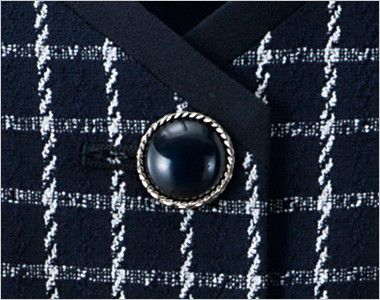 en joie(アンジョア) 11630 [通年]チェック柄に印象的なボタンのベスト ツヤのある大きめのシルバー縁のボタン