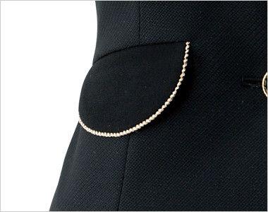 en joie(アンジョア) 11650 [通年]黒&ゴールドのあしらいがハイクラスなペプラムのベスト 無地 大人可愛いフラップポケットは物が落ちづらいなど便利