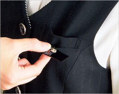 en joie(アンジョア) 11700 [通年]ウエストのペプラムでスタイルアップのストライプ柄ベスト 胸ポケットにペンをさしても名札が邪魔にならない実用性の高い名札ポケット