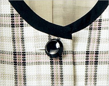 en joie(アンジョア) 16360 [春夏用]清潔感・信頼感のある医療事務に人気のチェック柄ベスト 光沢のあるシンプルな黒ボタン
