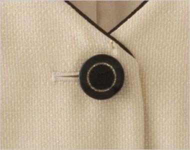 en joie(アンジョア) 16370 [春夏用]医療現場にぴったりのミルクティー色で安心感のあるベスト 無地 ゴールドリング×黒ボタンという高級感ただよう雰囲気のボタン