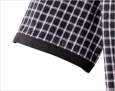 en joie(アンジョア) 26255 広めのラウンドネックで夏も涼しいチェック柄オーバーブラウス 細見え効果のある黒い袖口