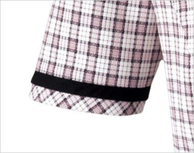 en joie(アンジョア) 26350 [春夏用]リボンモチーフの襟が大人かわいいチェック柄のオーバーブラウス 腕が細く見える黒いテープ