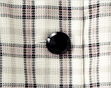 en joie(アンジョア) 26360 [春夏用]ラウンドカラーと優しい色合いのチェック柄オーバーブラウス 光沢のある黒いボタン