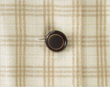 en joie(アンジョア) 26380 [春夏用]ほっこりベージュ×丸襟がかわいい癒し系のチェック柄オーバーブラウス ゴールドのきらきらが上品な黒いボタン