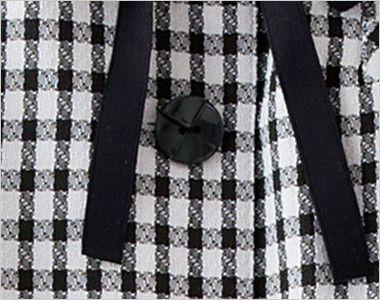 en joie(アンジョア) 26450 [春夏用]ギンガムチェックのオーバーブラウス(リボン付) クロスデザインがきれいな黒いボタン