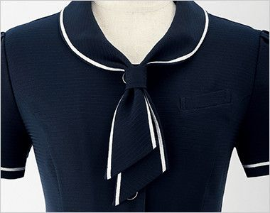 en joie(アンジョア) 26605 [春夏用]タイ付きカラーのオーバーブラウス ボーダー[ストレッチ] 簡単な仕様のタイ風の襟元