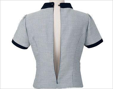 en joie(アンジョア) 46410 [春夏用]夏らしいボーダー柄の後ろあきプルオーバートップス 背中のファスナーが大きく開閉するので着脱もラクラク。下から着ることも可能です。