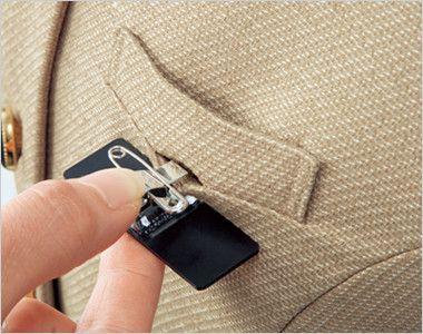 en joie(アンジョア) 61520 [通年]大人かわいいラウンドネックの上品なベージュワンピース(女性用) 無地 胸ポケットにペンをさしても名札が邪魔にならない実用性の高い名札ポケットです。