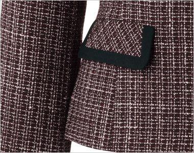 en joie(アンジョア) 81430 [秋冬用]リッチ感あふれるノーカラーがツイードで大人の雰囲気漂うジャケット 黒パイピングで引き締めデザインのフラップポケット