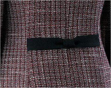 en joie(アンジョア) 81430 [秋冬用]リッチ感あふれるノーカラーがツイードで大人の雰囲気漂うジャケット 後ろ姿をきれいにみせるリボン風の背ベルト付き
