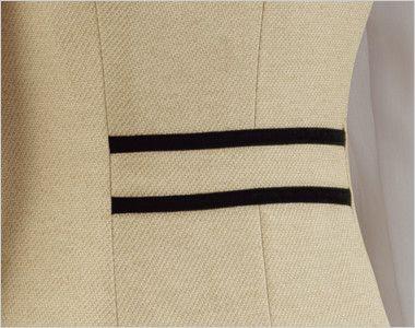 en joie(アンジョア) 81520 [春夏用]上品かわいいベージュ×黒の配色の好印象ジャケット 無地 背面の腰部分は黒でデザインアクセント
