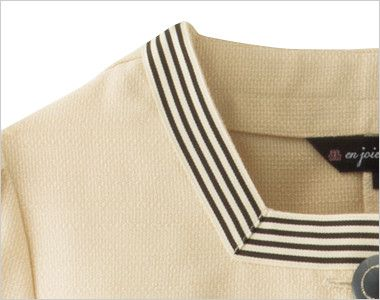 en joie(アンジョア) 86370 [春夏用]モダンなボーダー×ミルクティーのような色合いのサマージャケット(ブローチ付) ミルクティーベージュと黒のボーダーが襟元に施され美人度アップ