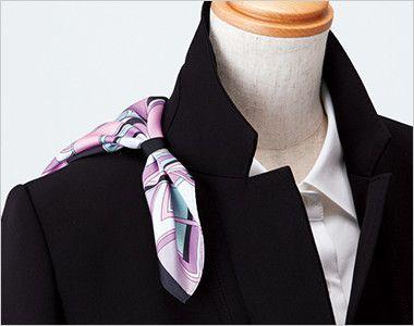 EAJ512 enjoy ロングジャケット 無地 衿もとにスカーフのズレを防ぐループが付いています。ワンタッチで形が決まります。