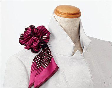 EAJ572 enjoy ノーカラージャケット 無地 衿もとにスカーフのズレを防ぐループが付いています。ワンタッチで形が決まります。
