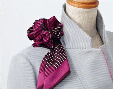 EAJ575 enjoy ジャケット 無地 スカーフループ®衿もとにスカーフのズレを防ぐループが付いています。ワンタッチで形が決まります。