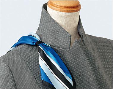 EAJ581 enjoy [通年]着痩せ効果がありストレッチで疲れにくいドット柄ジャケット スカーフループ®衿もとにスカーフのズレを防ぐループが付いています。ワンタッチで形が決まります。