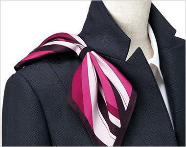 EAJ678 enjoy ジャケット 無地 衿もとにスカーフのズレを防ぐループが付いています。ワンタッチで形が決まります。