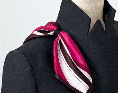 EAV587 enjoy [通年]ベスト チェック 衿もとにスカーフのズレを防ぐループが付いています。ワンタッチで形が決まります。