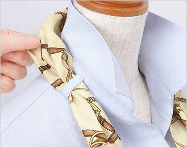 ESB405 enjoy ストレッチ性抜群でシワも防ぐ高機能な半袖シャツブラウス 衿もとにスカーフのズレを防ぐループが付いています。ワンタッチで形が決まります。