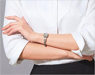 ESB597 enjoy シルクのような光沢でふんわりと柔らかな肌触りの七分袖シャツブラウス カフス折返し仕様